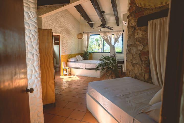 Ensuite Twin room @ La Casa Bonita