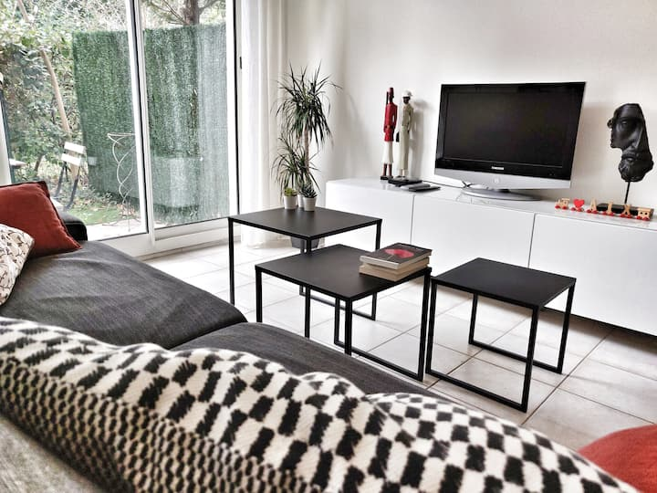 CENTRAL APT WITH A/C | 4-min walk from C. Mirabeau