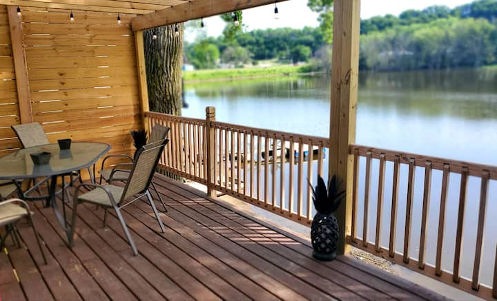 Cozy Lakefront Home Sleeps 6 With Boats & Canoes!