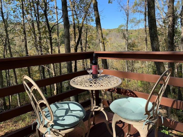 Pecan Valley Cabin - Romantic Getaway in The Woods