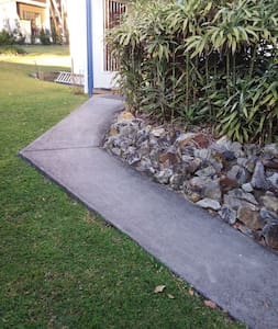 concrete path from parking Rea to front entry