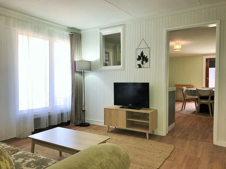 Comfortable guest suite w/ BBQ+walk to beach/cafes