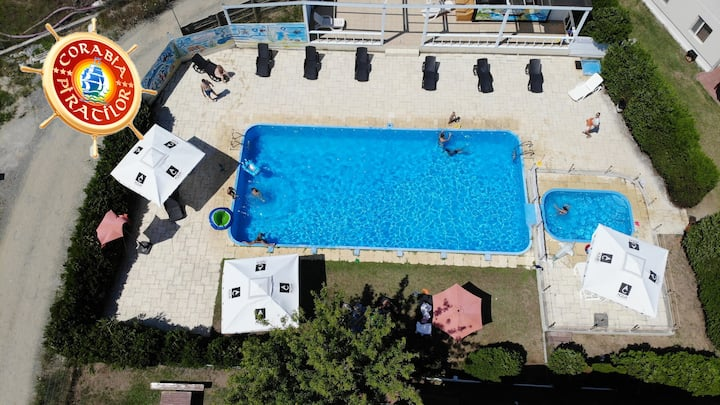 Studio with private terrace,pools, free breakfast.