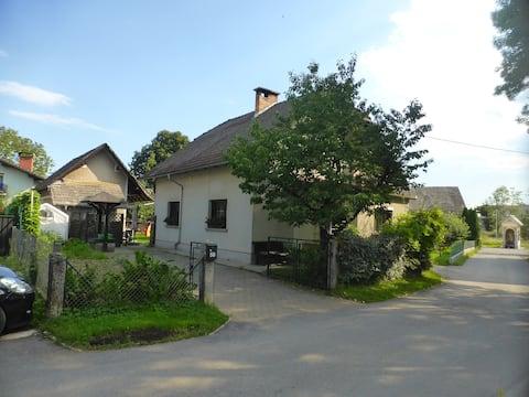 Explore a casa de férias no campo perto da cidade