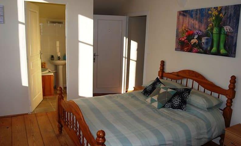 Beautiful Ensuite Bedrooms - breakfast included