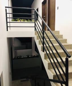 Llegada al departamento escalera sin bordes