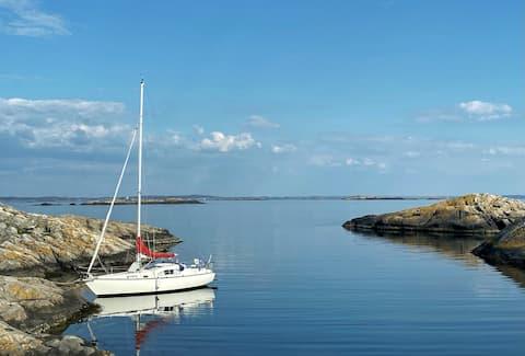 Unikt boende på segelbåt i Grebbestad Marina