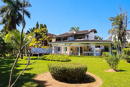 Casa dentro do Condomínio Costa Verde Tabatinga.