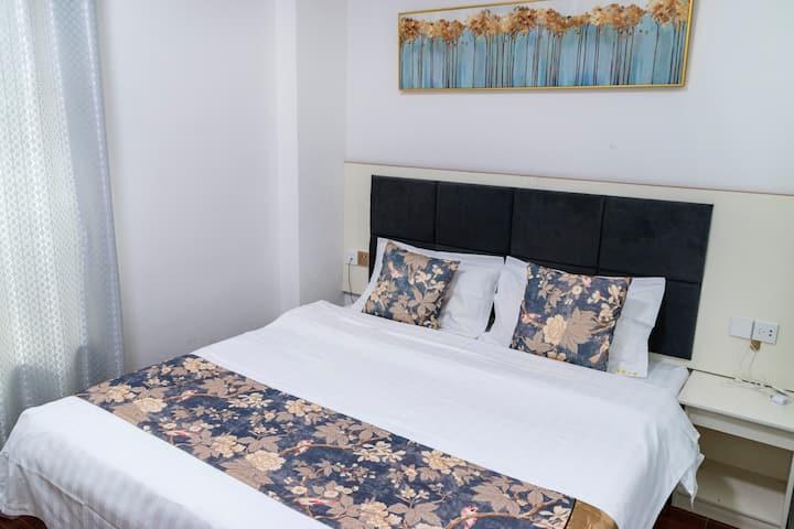 机场《逸家公寓》豪华大床房、金沙滩、航展馆,24小时免费接送机 501
