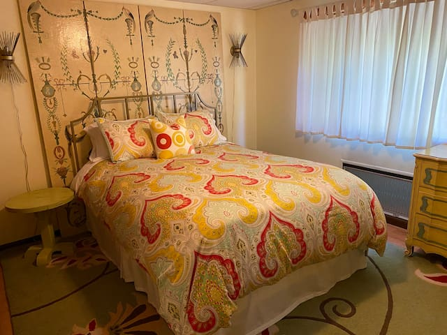 Queen size bed with 100% cotton bedding, and down comforter.