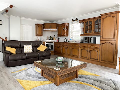 Bright, spacious countryside apartment