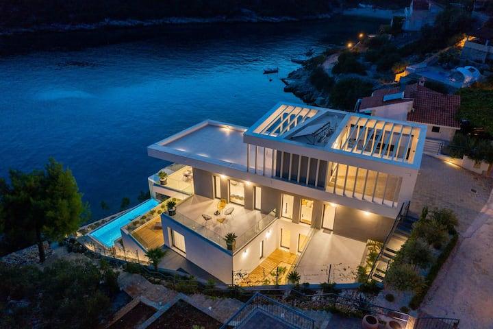Beachfront Villa Extravaganza with Infinity Pool