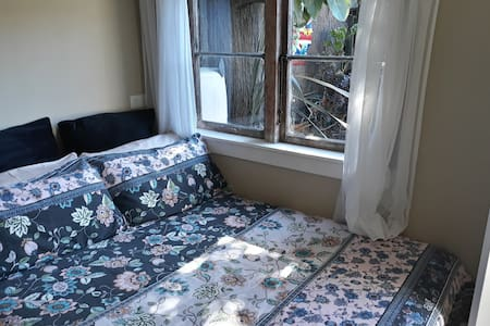 Private and cosy in Petone, sleep-out for 1 or 2