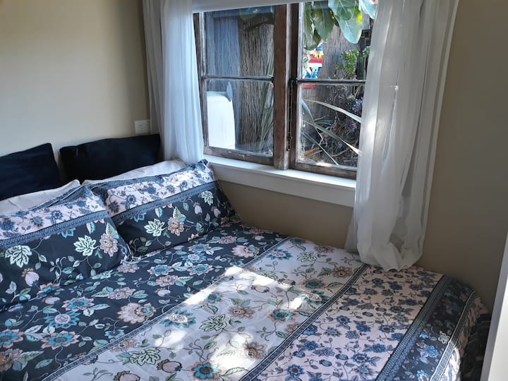 Private and cosy in Petone, sleep-out