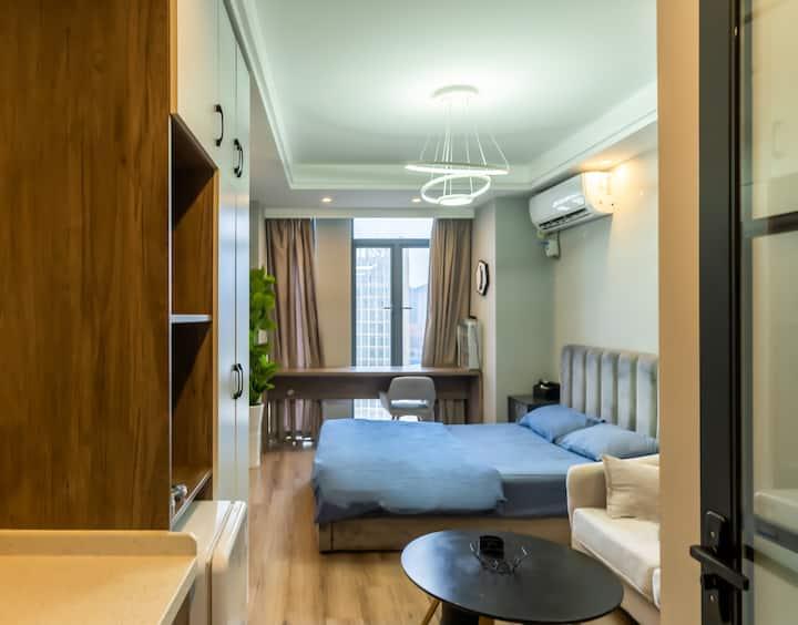 黑金城市民宿(铜锣湾店)A1612后现代温馨优雅可做饭大床房