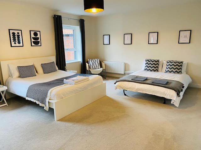 King size bed and optional double sofa bed