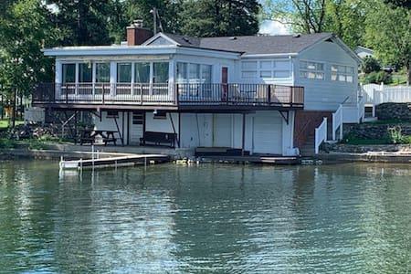 Lakefront Beach House - Near Lake Geneva