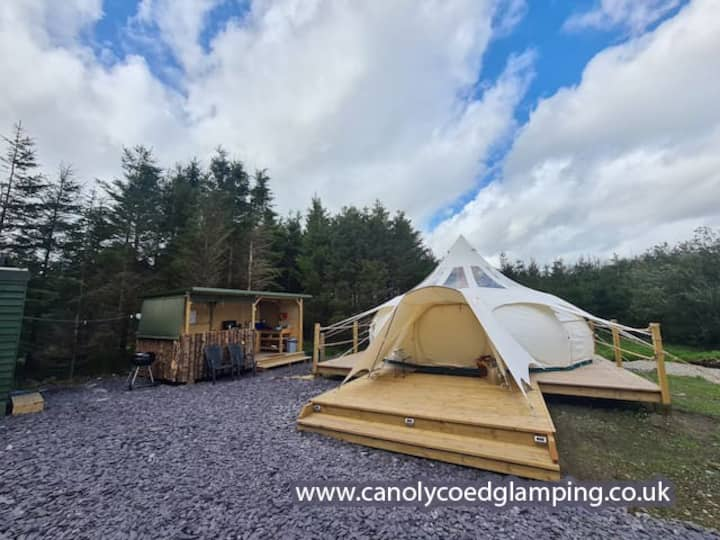 Canol y Coed / In the Woods Glamping