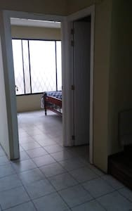 Hallway to the room  pasillo al cuarto