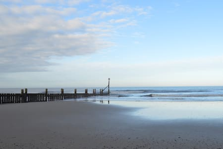 Blue Sky Overstrand- walk relax unwind by the sea