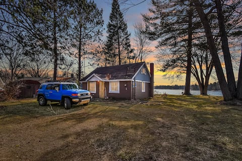 Secord Lake Small cabin with Great View! Sleep 6+