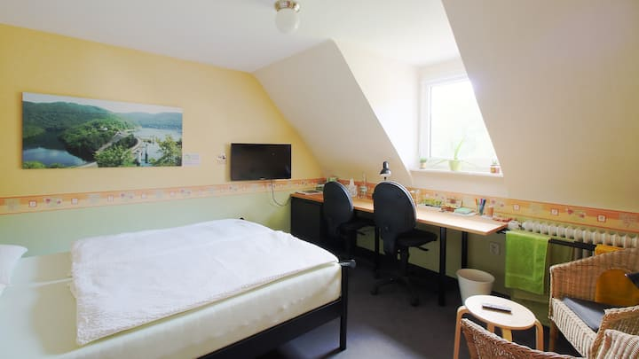 Inexpensive, clean+cosy room at the National Park