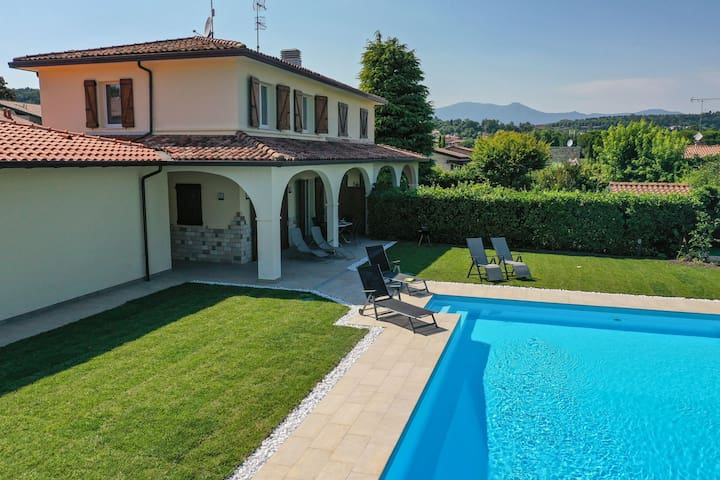 Villa Sole with garden and pool near the beach