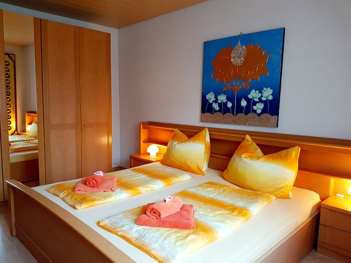 Doppelbettzimmer mit Asia Einrichtung