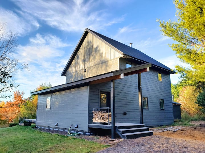 Modern farm retreat near Michigan Tech Trails