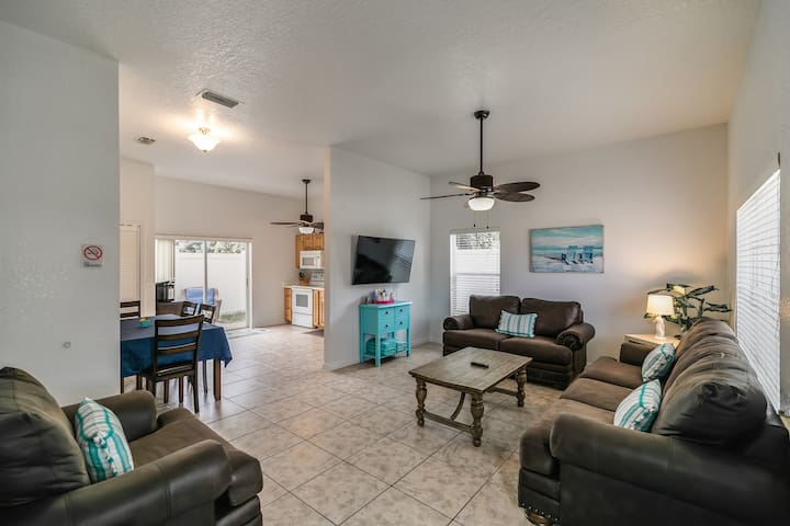 New 2000sqft, 3/3, 3 Blocks to the Beach, Sleeps 8