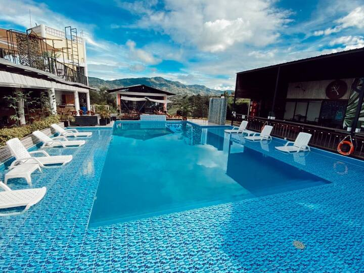 Finca w/pool and amazing views of la piedra!