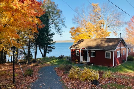 Cozy Lake Memphremagog Cottage with Stunning Views