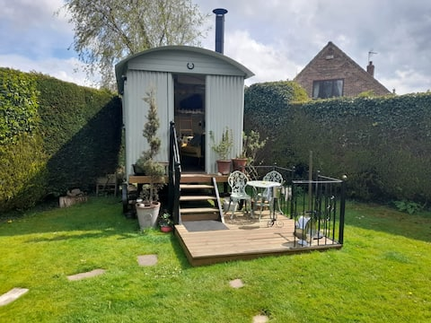 Restored Shepherds Hut Log Burner  own Shower/WC