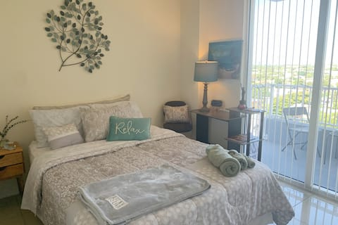 Cozy room in the middle of Miami.