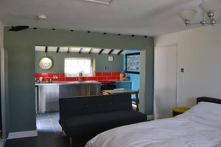 KING OF HEARTS - King with Ensuite and Kitchen