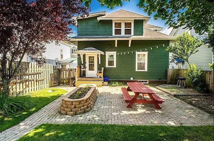 Entire Home, Easy Walk to IUP + Downtown 15701