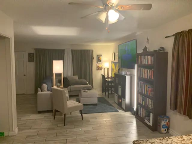 Tustin Master Room; Long-Term Stay Encouraged