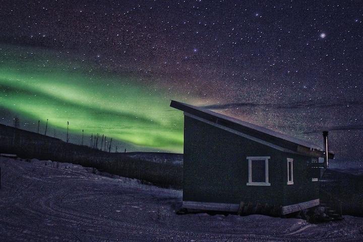 Rustic Alaskan Cabin, for adventure or solitude.
