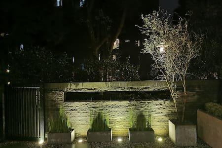 Night lightings for the main entrance through garden.