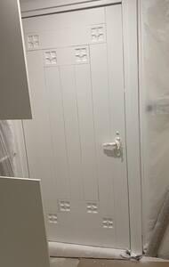Very wide front door (95+cm)