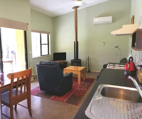 Lyrebird Cottage with spa bath