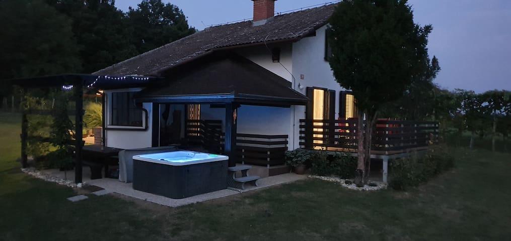 VilAna -  stunning view and a hot tub