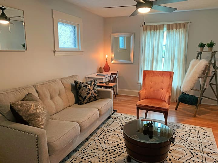UPDATED Classy Clean Priv Apt in CLE w/ Parking