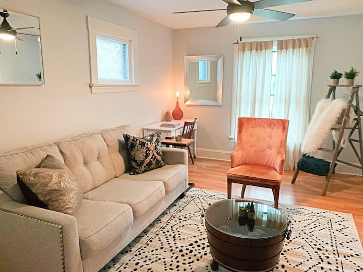 Clean & Cozy on Cove- Entire Apt in CLE w/ Prv Prk