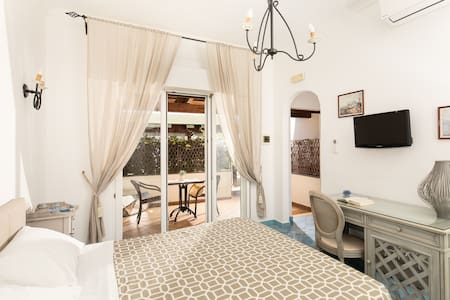 B&B Monte Solaro White Grotto with private terrace