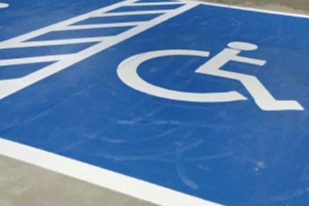 殘障停車位