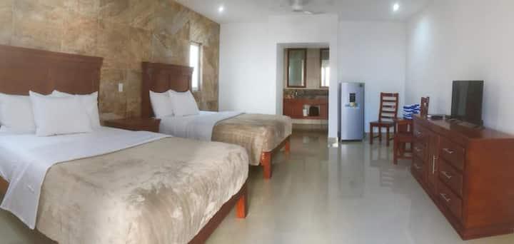 2 Bedroom Suite, Pool & Spa, 2 Queen, Downtown