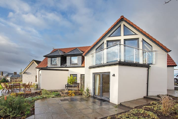 Orchard House - Stylish with Contemporary Features