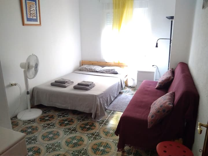 LARGE ROOM near City of Arts & BEACH