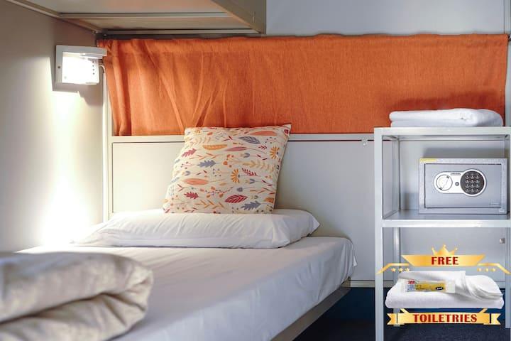 (4)One  Bed(Girls Dorm)Capsule CBD 5 min Town hall